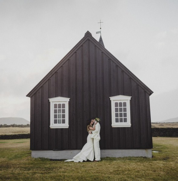 Iceland-destination-wedding-Búðir, Snafellsnes-irisandlight-destination-wedding17