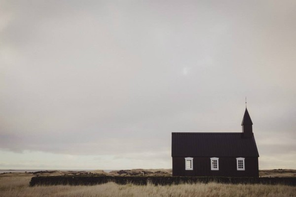 Iceland-destination-wedding-Búðir, Snafellsnes-irisandlight-destination-wedding9